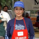 Apollonia Kotero Los Angeles Mission Thanksgiving meal for the homeless. Los Angeles, CA.November 27, 2002