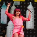 Lily Allen Performing Live At Glastonbury Festival 2014