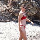 Maria Sharapova in Red Bikini on the beach in Isola d'Elba - 454 x 681