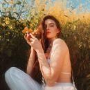 Larsen Thompson – Marc Jacobs Daisy Sunshine Collection 2019 - 454 x 543