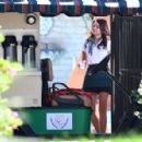 Sarah Hyland – Shooting scenes for the new season of 'Modern Family' in LA - 454 x 296