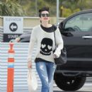Krysten Ritter – Leaves the Access Specialty Animal Hospital in Culver City - 454 x 637