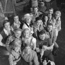 Cathy Baker, Archie Campbell, Roy Clark, Jim Hager, Gunilla Hutton - 454 x 655