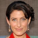 Lisa Edelstein - Arrivals + Audience W- Hugh Laurie, 59th Emmy Awards, 2007-09-16