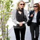 Laura Prepon Has Lunch With A Friend, Beverly Hills, 2009-12-18