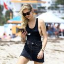 Chiara Ferragni spotted out at the beach in Miami, Florida on March 26, 2017 - 360 x 600