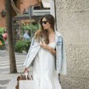 Sara Carbonero in white dress shopping in Madrid - 454 x 681