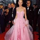 Pink Ralph Lauren´s dress of Gwyneth Paltrow in 71 Academy Awards in 1999