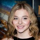 Chloe Moretz attends the 'Hugo Cabret 3D' premiere at Cinema UGC Normandie on December 6, 2011 in Paris, France