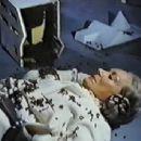 Killer Bees - Gloria Swanson - 454 x 343