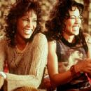 Waiting to Exhale - Whitney Houston and Lela Rochon (1995). - 454 x 301