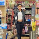 Nicole Murphy buying some pet supplies in Beverly Hills, California on February 14, 2017 - 454 x 569