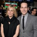Julie Yaeger and Paul Rudd - 415 x 594