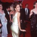 Halle Berry At The 70th Annual Academy Awards (1998) - 270 x 400