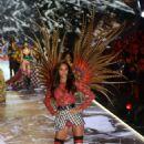 Lais Ribeiro – 2018 Victoria's Secret Fashion Show Runway in NY - 454 x 681