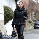 Kelly Brook - candids in London - 04/01/11