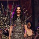 Deepika Padukone : Umang Mumbai Police Show 2015 - 454 x 658