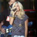 """Carrie Underwood Rocks The """"Today"""" Show"""