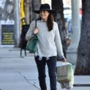 Selma Blair is seen out shopping for groceries in Studio City, California on January 21, 2017 - 454 x 558