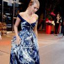 Blake Lively Leaving Her Manhattan Hotel In New York
