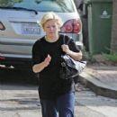 Elisha Cuthbert Walks To Her Car In Los Angeles, November 2 2006
