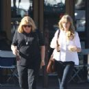 Taylor Swift Shopping with Her Mother in Santa Monica