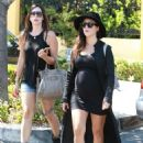 Kourtney Kardashian At Marmalade Cafe In Calabasas