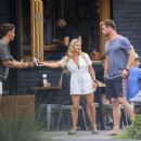 Chris Hemsworth and Elsa Pataky – Spotted going barefoot for breakfast in Byron Bay - 454 x 350