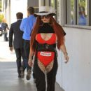 Phoebe Price shopping in Beverly Hills - 454 x 681