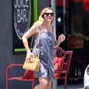 Kirsten Dunst out for lunch in Toluca Lake - 454 x 641