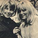 Olga Schoberová - Film Magazine Pictorial [Poland] (16 May 1965) - 454 x 321
