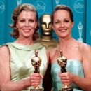 Kim Basinger and Helen Hunt At The 70th Annual Academy Awards (1998) - 454 x 523