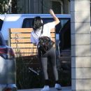 Ariel Winter – Unloading Her Luggage Out of Her Car, Los Angeles 1/13/ 2017 - 454 x 515