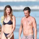Gisele Bundchen in Black Bikini – Takes a Morning Walk on the Beach in Costa Rica - 454 x 942