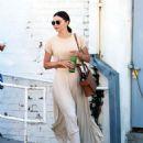 Miranda Kerr – Leaves a Doctor Office in Los Angeles - 454 x 549