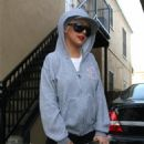 Christina Aguilera Leaving Jordan Bratman's Birthday Party - June 4 2008 - 454 x 628