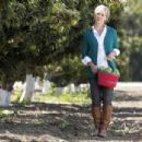 Jennie Garth Goes Apple Picking - Apple Lane Orchards In Solvang, September 16, 2010