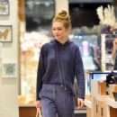 Gigi Hadid – Shopping in New York