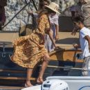 Belen Rodriguez – On a Vacation in Capri - 454 x 255