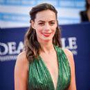 Berenice Bejo – Good time premiere – 2017 Deauville American Film Festival - 454 x 680