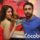 Kareena kapoor  and  Imran khan at cocoberry - 454 x 303