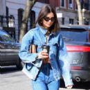 Emily Ratajkowski – Grabs coffee in NYC