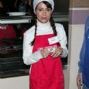 Alyssa Milano - Serves Food At The Los Angeles Mission - Dec 24 2008