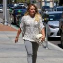 Hilary Duff at the Doctor's office - 454 x 596