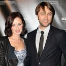 Alexis Bledel and Vincent Kartheiser - 454 x 328