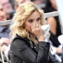 Luisana Lopilato- Michael Buble Honored at the Walk of Fame - 417 x 600