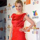 Edith Gonzalez: red dress on the red carpet