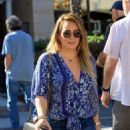 Hilary Duff in Ripped Jeans grabs lunch at La Scala in Beverly Hills - 454 x 627