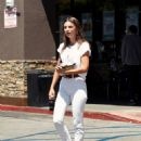 Emily Ratajkowski – Spotted at Lassens Natural Foods and Vitamins Market in LA