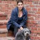 Heavily pregnant Jamie-Lynn Sigler keeps active as she takes her beloved pup for a hike - 454 x 563